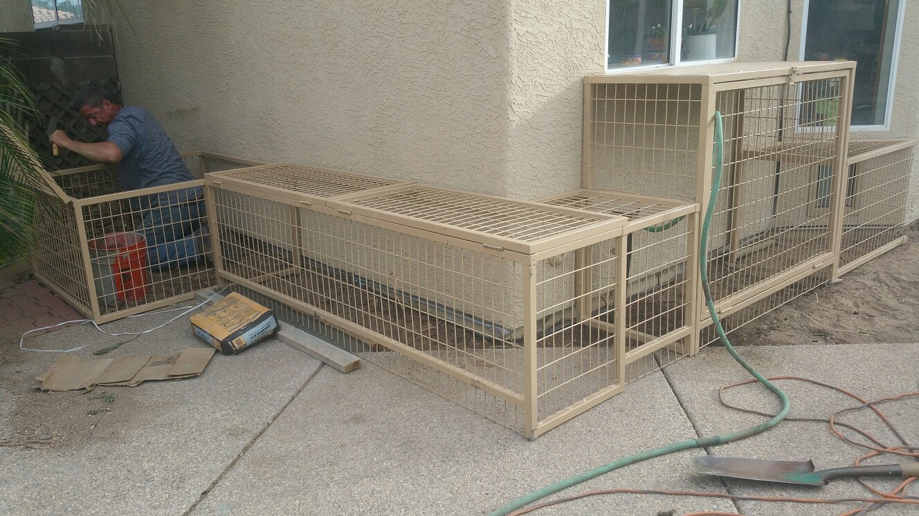 Coyote Proof Kennel Installers.