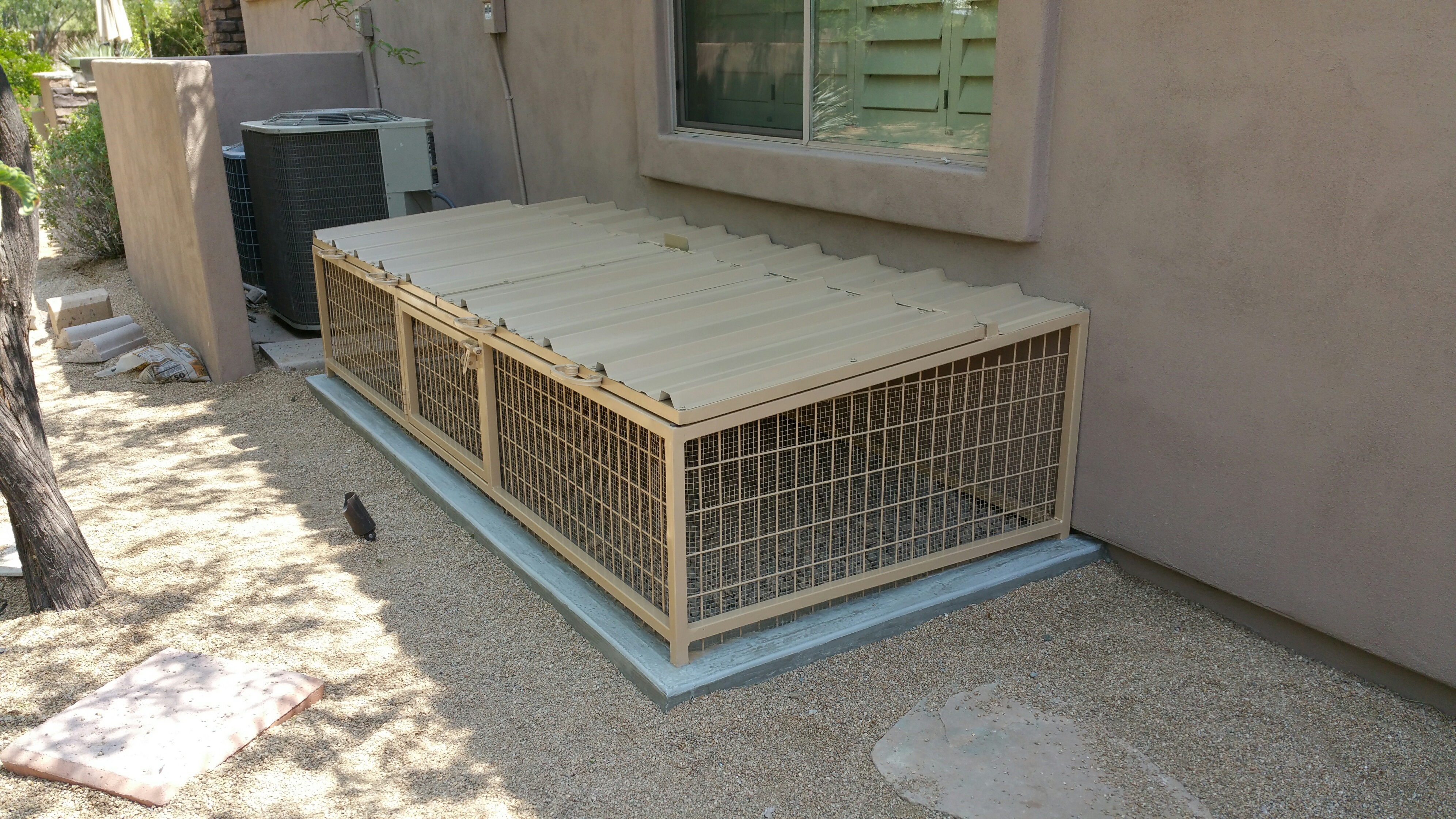 Small Dog Kennels Shipped To California.
